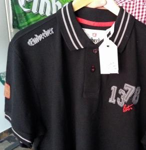 """Wertige Polo-Shirts von """"Einbecker"""" im Fan-Shop."""