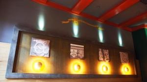 23 Bilder mit Fachwerk-Motiven hängen im neu gestalteten Brodhaus.