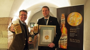 Matthias Kliemt (links) vom ProBier-Club.de aus Lünen und Ingo Schrader, Marketingleiter der Einbecker Brauhaus AG.