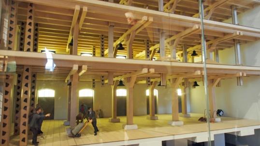 Wie früher im Kornhaus gearbeitet wurde, zeigt ein Modell sehr anschaulich. Auch die Kiste Einbecker Bier durfte nicht fehlen.