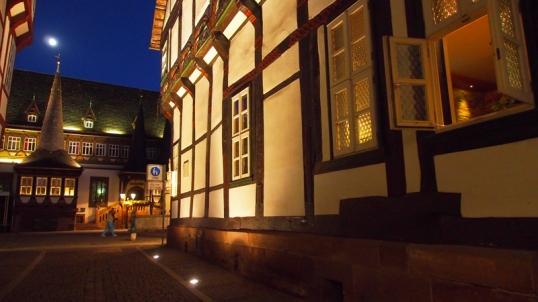 Wie schon seit einiger Zeit das Alte Rathaus ist nun auch die Fassade des Brodhauses angestrahlt, auch in der Münsterstraße.