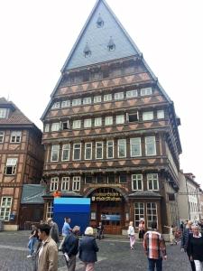 Wird umgebaut: das 1990 wieder errichtete Knochenhaueramtshaus in Hildesheim.