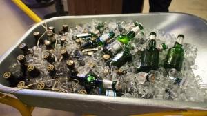 Bier auf Eis - in der Schubkarre in die Garage gefahren.