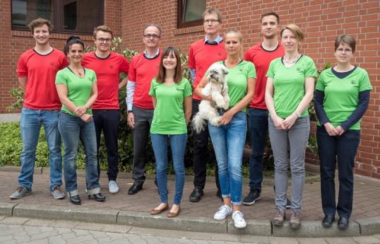 """Brauhaus-Bierstadtlauf-Teilnehmer: Für den einheitlichen Auftritt in """"Einbecker""""-Funktionsshirts war selbstverständlich gesorgt."""