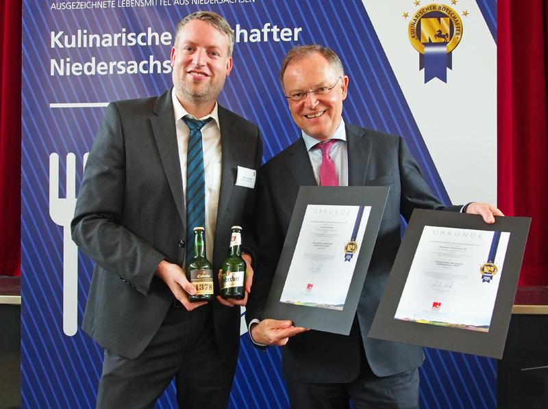 Brauhaus-Marketingleiter Ingo Schrader nahm die Auszeichnung von Ministerpräsident Stephan Weil entgegen.