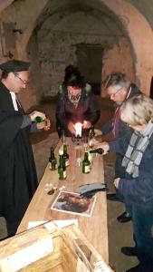 Im Gewölbekeller des Alten Rathauses gibt es zum Abschluss der Führung ein Ainpöckisch Bier.